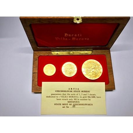 Sada zlatých medailí Velká Morava 1,3,5 dukát, původní etuje, certifikát